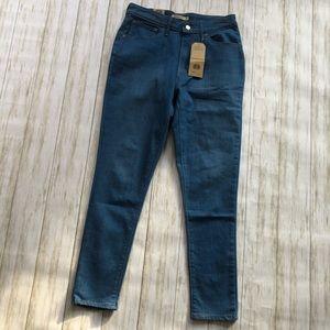 Levi's NWT 721 high-waisted stretch jeans